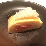 牡蠣料理ともつ鍋が旨い個室居酒屋 うみきん - umikin:明太出し巻き玉子(断面)