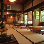 花郷庵 - 内観写真:囲炉裏のある和風の店内