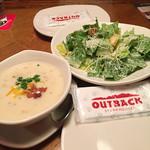 アウトバック ステーキハウス - スープとサラダ