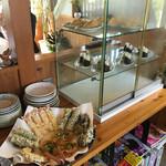 うどん家ふう - 天ぷらとおにぎりはセルフ