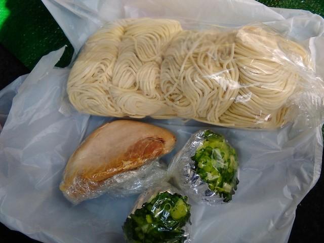 ラーメン げんこつ家 - お持ち帰りラーメン4食の麺とトッピング(2017.3)