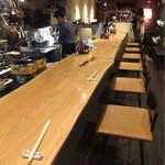 香るつけ蕎麦 蕎麦花 - 店内はカウンターとテーブル席。おしゃれ♡