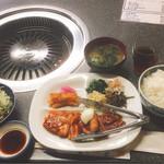 焼肉 鉄輪苑 - カルビ&豚カルビ定食 1人前(1000円)税込【平成28年3月14日撮影】