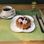 Cafeるくら - パンケーキ (ベリー)ドリンクセット 500円