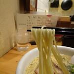 瓢太 - 麺は中太ストレート麺。