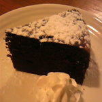 Tom Dog - ボリュームたっぷりチョコレートケーキ
