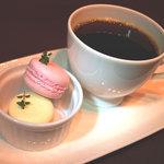 カフェ カラク - 自家製マカロンは中のバタークリームとの相性がベストマッチしています