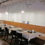 ソレイユ - 店内は、テーブル席18席、カウンター3席ご用意しております。