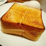 63981633 - 厚切りバタートースト