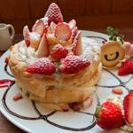 たまご家 - 期間限定 たっぷり苺のパンケーキ 1134円