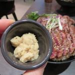 レッドロック - ホースラディッシュ50円を頼み、味変を楽しみます。