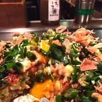 63992498 - 王道の豚玉に、チーズ、卵、モダン焼き