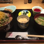 柚 - 【ランチ】鮪ゴマだれ丼 1000円(税込)