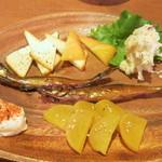 七ちゃん - 燻製三品盛り チーズ ししゃも たくわん(イブリガッコ)