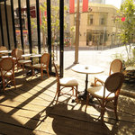 PIZZA SALVATORE CUOMO & GRILL - 内観写真:昼間はテラスでお洒落にカフェ、夜はバールスタイルで☆★