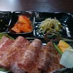 炭火焼肉 寿月 - 肉アップ