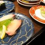 大起水産回転寿司 - シマアジ、芽ねぎ