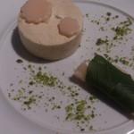 64006375 - 春のデザート 白玉と小豆を使って桜もち仕立て