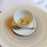 エヴォリュエ - 柚子のソルベ、新茶を注いで