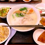 上海台所 - 鶏白湯麺の炒飯セット。¥750。