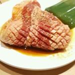 焼肉きんぐ - 料理写真:極厚カルビ