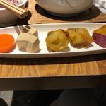 やさい家めい - お惣菜。左から、人参の煮物的なの、高野豆腐、フライドポテト、大学芋