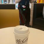マクドナルド - 相変わらずコーヒーのみ。Wi-Fiは一発で繋がった。