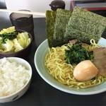 真鍋家 - ラーメン(並)700円・セット150円
