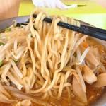 らーめんの店 ヨーコソ - ピリ辛醤油タンメン麺リフト