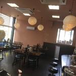 鶏白湯専門店 五星村 - テーブル、カウンター