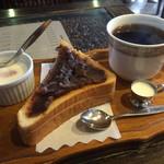 明楽時運 - 料理写真:ブレンドコーヒー380円と小倉トーストのモーニング