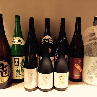 季節の味わいをオーナー厳選の日本酒とともに。