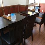 ラーンチャン - テーブル席