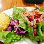 マルノウチ カフェ × ワイアードカフェ - セットのサラダ