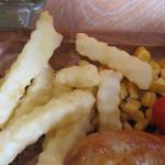 肉が旨いカフェ NICK STOCK - 付け合わせのポテトとコーンは凡庸かなと思います。