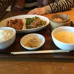 紅虎餃子房 - メインは青椒肉絲を選択
