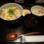 串カツ はな - 上林鶏の親子丼 680円