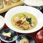 八かく庵 - 炙り鶏と根菜のグリーンカレー