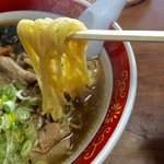 永井食堂 - ホルモンラーメン 麺アップ