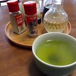 永井食堂 - 温かい緑茶が落ち着きます