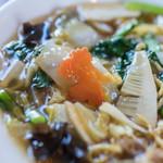 中華キッチン ぐら - 什錦炸麪(ごもくかたやきそば)、胡蘿蔔(にんじん)