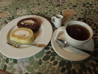 モイストロールカフェ - ロールケーキとお茶セット(紅茶) 700円 (2017.2)