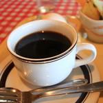 ミミ - コーヒー、タップリ。