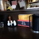 麺飯店 俵飯 - カウンター上