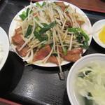 龍門酒家 - レバニラ定食 780円