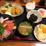 海鮮亭 いっき - 海鮮丼とカキフライのセット¥1590