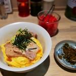 豚骨ラーメン銀水 - 特製チャーシュー丼(並)500円 高菜がついていました