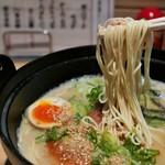 豚骨ラーメン銀水 - ハリガネ麺