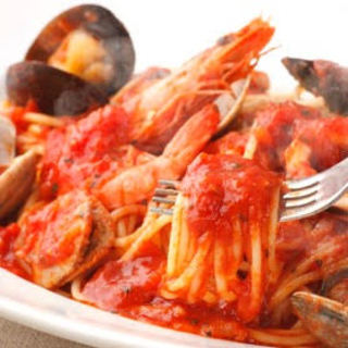 【素材・調理にこだわり】«生パスタ»と«釜焼きピザ»