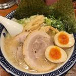 麺家くさび - くさび(得)盛豚骨醤油麺